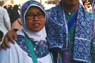 H.Sudarwanto bersama istri saat berada di masjid Nabawi Madinah