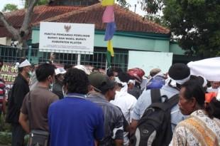 Kecurangan Pilkada Klaten Ratusan Massa Demo Di Depan Kantor Panwaslu