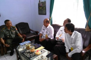 Kepala BPN Klaten, Cahyono, SH (kanan) didampingi Kasi HT & PT, FX.Budi Widodo (tengah) beserta Muh. Isnaini (kiri) Saat melakukan kunjungan ke Kodim Klaten dalam rangka koordinasi tanah aset TNI
