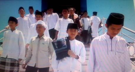 Para Santri MBS Muhammadiyah Yogyakarta selesai menjalankan ibadah di masjid kampus setempat (Foto Istimewa)