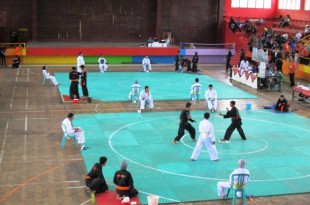 Beberapa Atlet Pencak Silat sedang bertanding di GOR Gelarsena, pada Selasa (1/3).