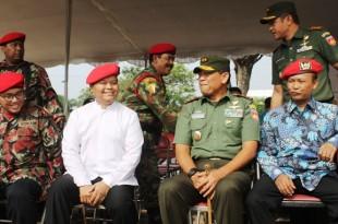 Ketua PP Pemuda Muhammadiyah, Wakil Ketua MPR-RI, Wakil Ketua PWM Jawa Tengah dan Pangdam IV Diponegoro menyaksikan atraksi SAR Kokam Klaten dalam penanggulangan bencana.