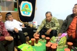 Ketua PDM Klaten (baju putih) sebelum membuka Lounching dan Pembekalan Da'i Muda Muhammadiyah Klaten di SMA Muhammadiyah 1 Klaten