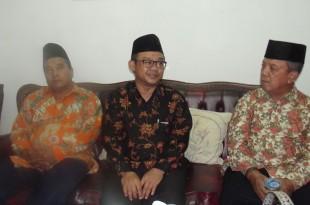 Sekretaris Umum PP Muhammadiyah (tengah) sebelum memberikan pengkajian di PCM Delanggu