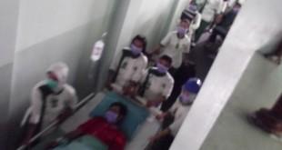 Karyawan RSCH Klaten saat evakuasi pasien dalam simulasi bencana kerjasama dengan BPBD