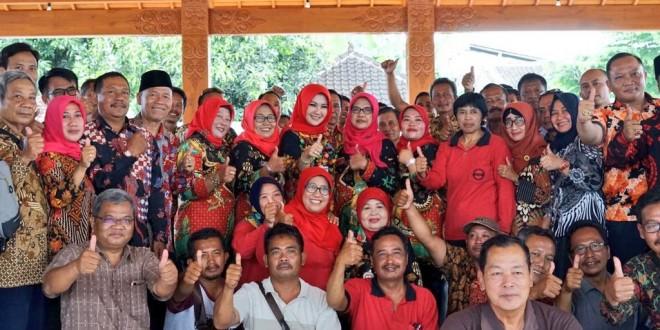 Para Kades berfoto bersama usai acara Ngopi Merapi