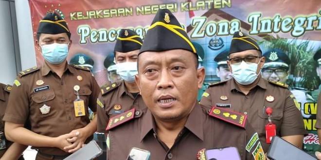Kepala Kejaksaan Negeri Klaten, Ari Bintang Prakosa Sejati saat memberikan keterangan kepada awak media.